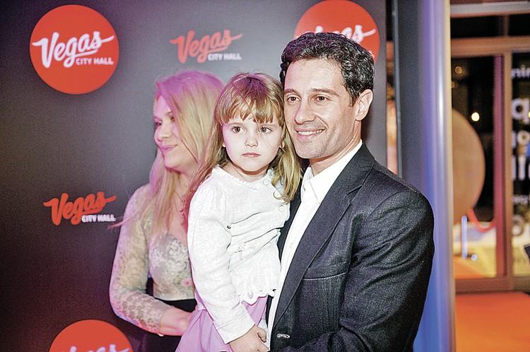 Антон и Вика ждали ребенка 13 лет. Сначала у них родилась дочь Маша, а еще через два года - сын Ваня.