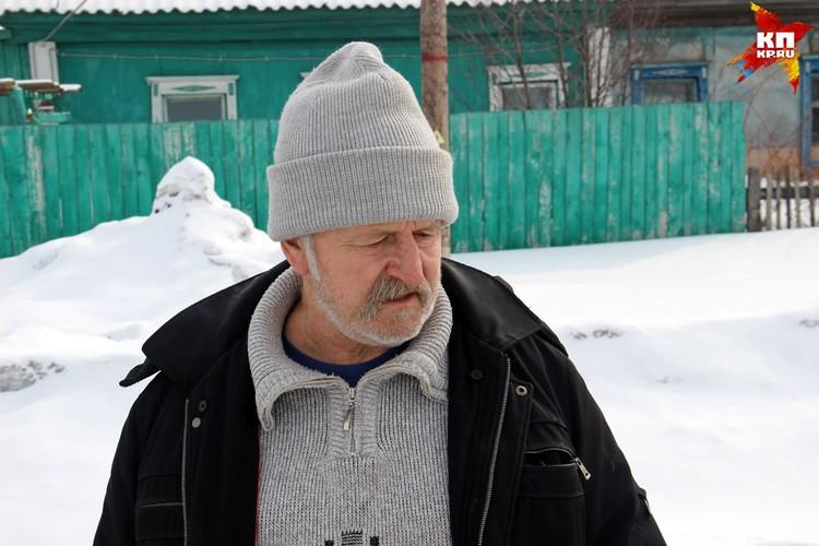 Дедушка Тани и Андрея рассказывает, что внука вывел на улицу папа одной из девочек. Искал дочку, а нашел чужого ребенка и спас