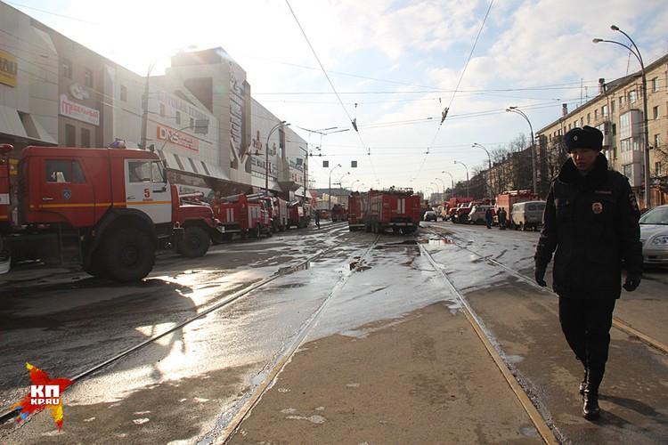 Одна из новостей следующего дня после трагедии - торговый центр снесут