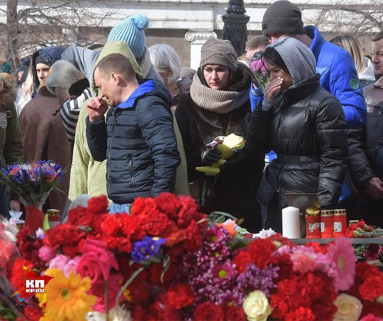 В результате трагедии в кемеровском торговом центре погибшими считаются 64 человека. Из них 41 ребенок.
