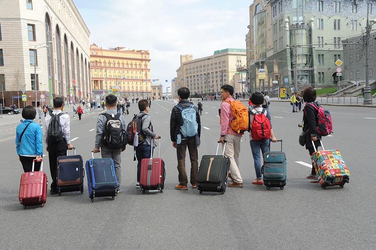 Туристы вкладывают деньги в экономику - избавляться от них было бы глупо