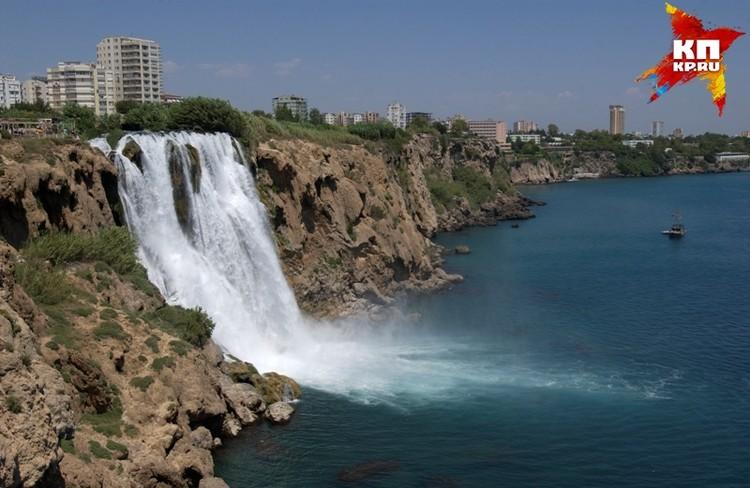 Анталия - красивый город, с водопадами.