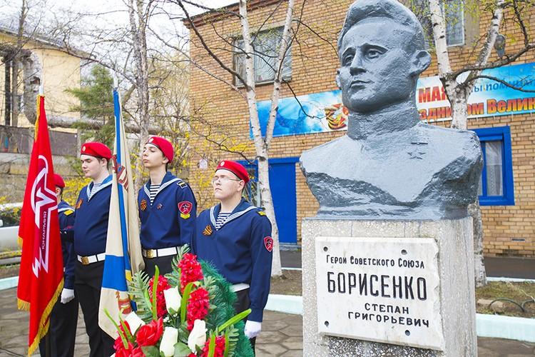 В трамвайном депо краевой столицы установлен памятник Степану Борисенко. Фото: Vlc.ru