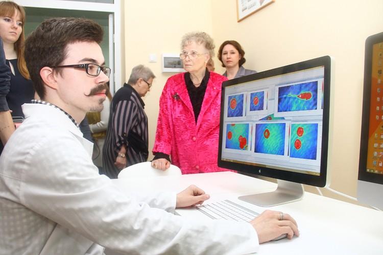 С помощью уникального микроскопа, установленного в НГСХА, ученые могут изучать живую клетку.