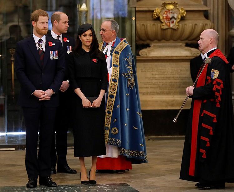 После обручения с принцем Гарри, Маркл официально приняла англиканскую веру