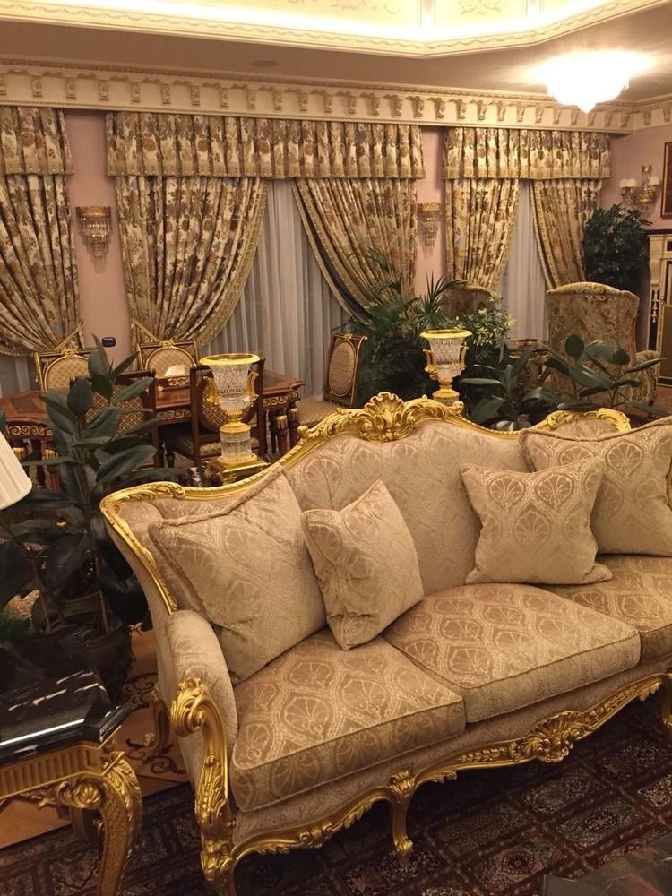 Мебель в доме одного из фигурантов дела о хищении в Эрмитаже. Фото: канал Следственного комитета России в «ТамТам»