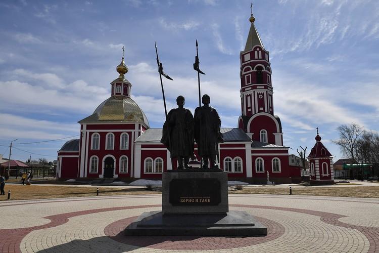 Памятник князьям Борису и Глебу в Борисоглебске.