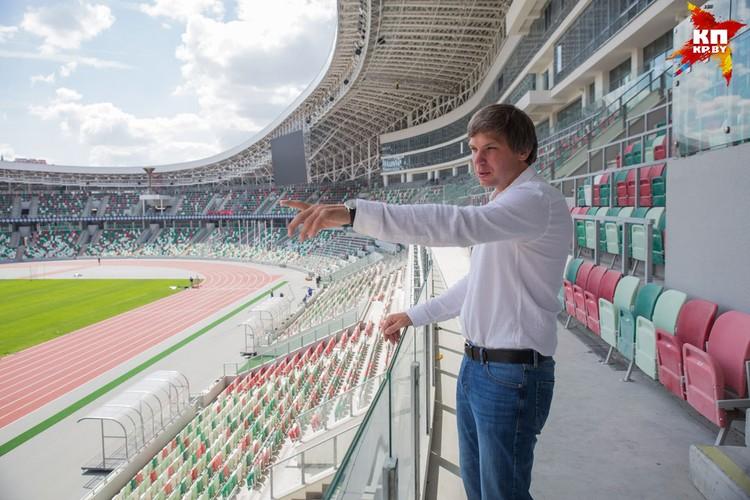 Вадим Девятовский не скрывает своего восхищения и радуется, что легкоатлеты смогут тренироваться и выступать на современном стадионе, где все по высшим стандартам.