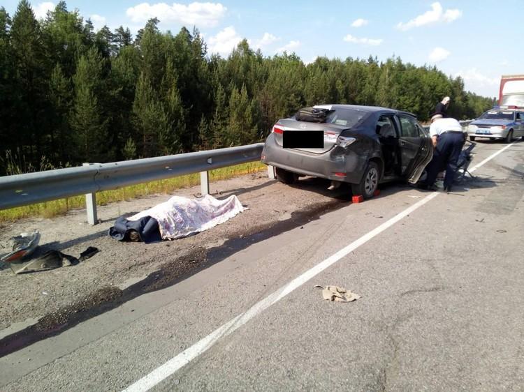 На месте погиб пассажир