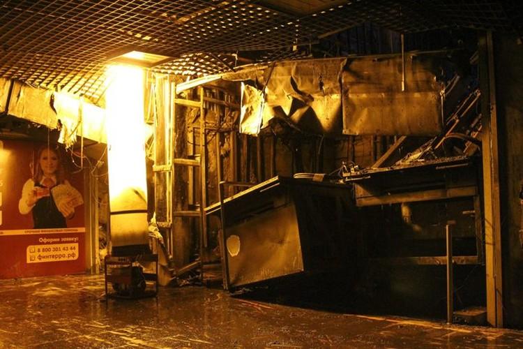 В начале пожара три звена ГДЗС искали людей в помещении, где никого не было