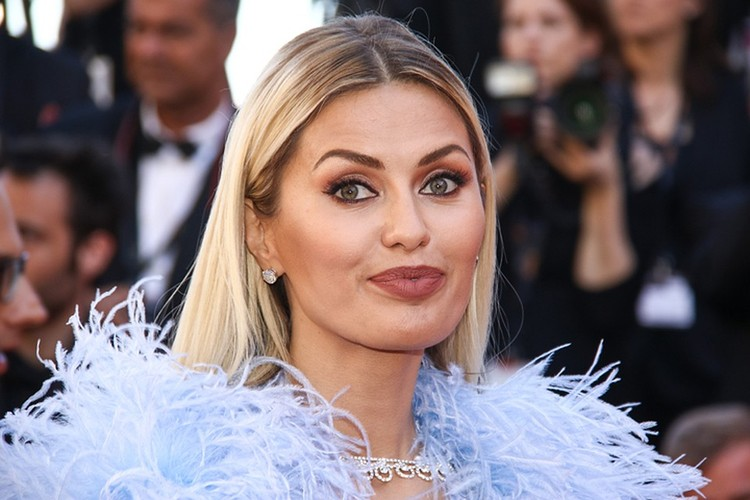 Виктория Боня на красной дорожке Каннского кинофестиваля.