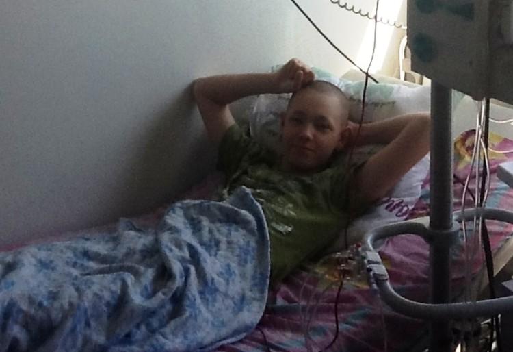 На этом фото Сергей во время лечения в детстве.