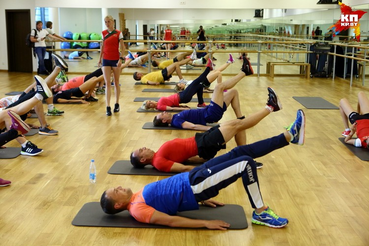 Тренеры дали упражнения на растяжку и статику.
