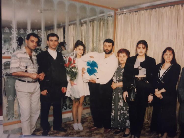 Родня Михаила Хачатуряна встретила Аурелию из роддома.