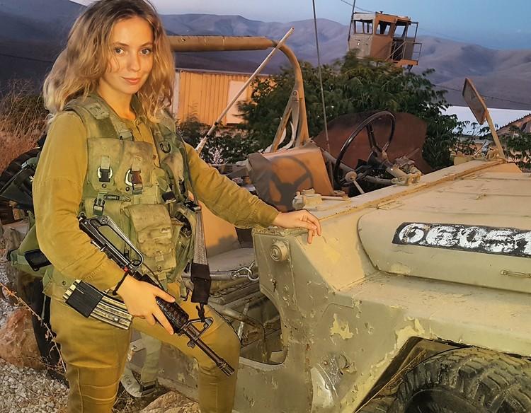 Инициативу девушек поддерживает Лиля - она уехала проходить срочную службу в армии Израиля