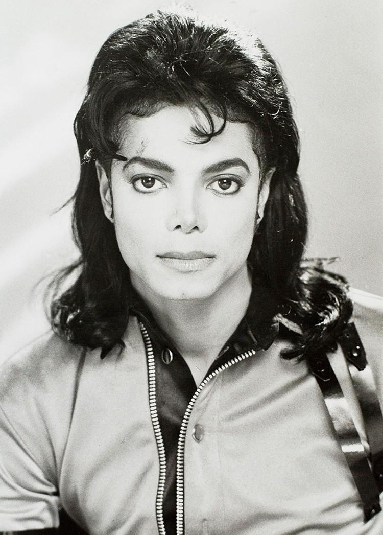 Джексон замазывал специальным тональным кремом те участки тела, которые болезнь не поразила