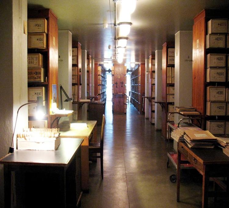Порой в коридорах замечают призрак священника. Фото: Ленинградский областной государственный архив в Выборге
