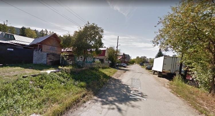 Местные жители до сих пор не могут поверить, что в нескольких метрах от их домов убили двух девушек. Фото: Google maps