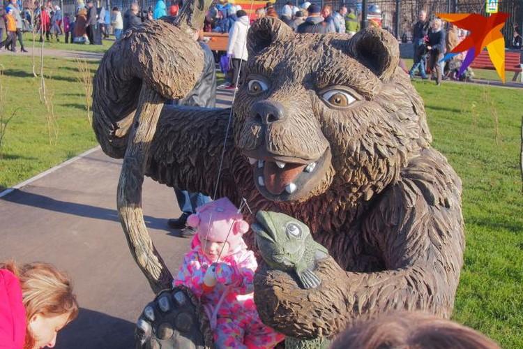 Маша, медведь и волшебная щука. Угадайте, где тут скульптура?