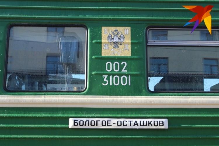 И сам паровоз, и вагоны были отреставрированы, на последние были нанесены специальные трафареты как было раньше