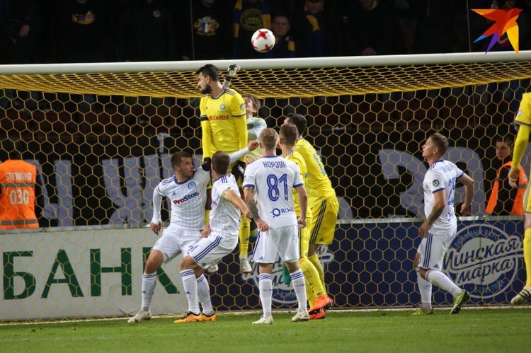 Вратарь Андрей Горбунов не раз выручал свою команду.