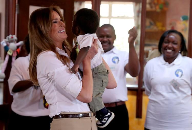 Меланья Трамп посетила дом для детей-сирот в Найроби