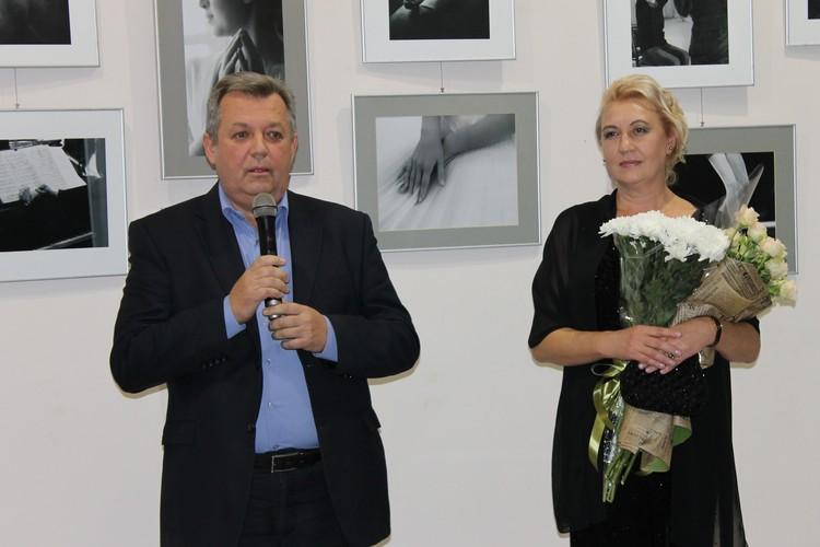 Торжественно открыл выставку и.о. Министра информации ДНР Игорь Антипов
