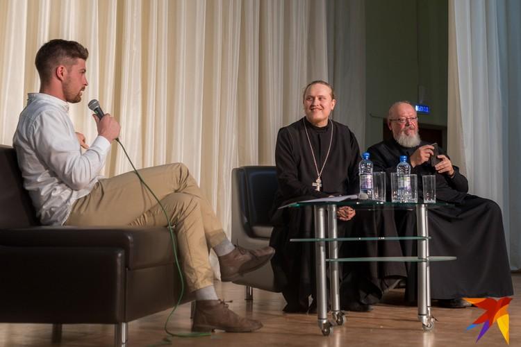 Авторы идеи построить часовню на дискуссию не пришли. Главным защитником проекта вынуждена была стать церковь.