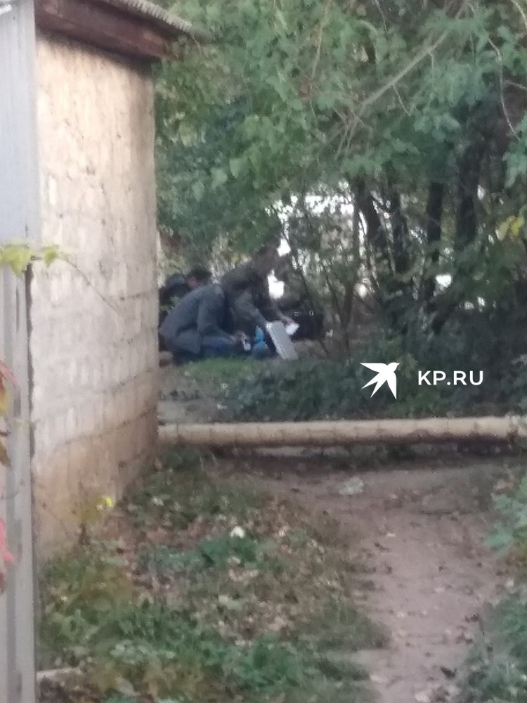 Рядом с домом керченского стрелка работают криминалисты