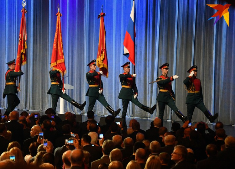 Знамена комсомола, пионерии и Вооруженных Сил СССР