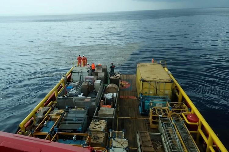 В предполагаемый район крушения власти Индонезии отправили три корабля.