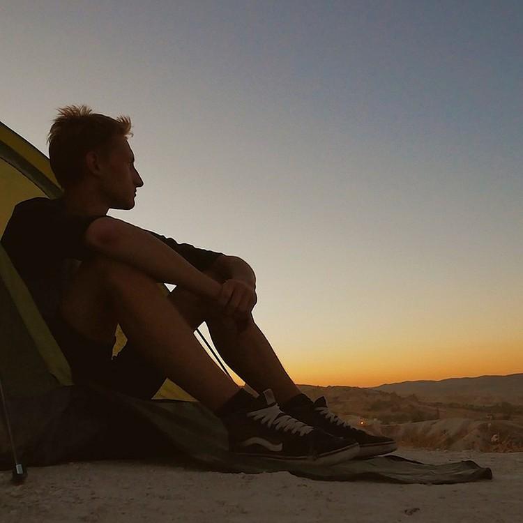 Иногда Роме приходится ночевать на крыше или в палатке. Фото: Роман Иванов.