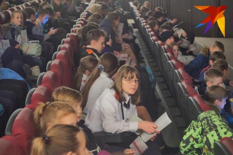 Среди зрителей встречались ученики кадетских школ, а также семьи сотрудников мурманской полиции.