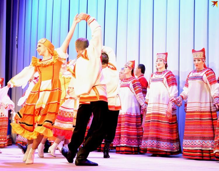 Выступления хора органично дополняли хореографические произведения