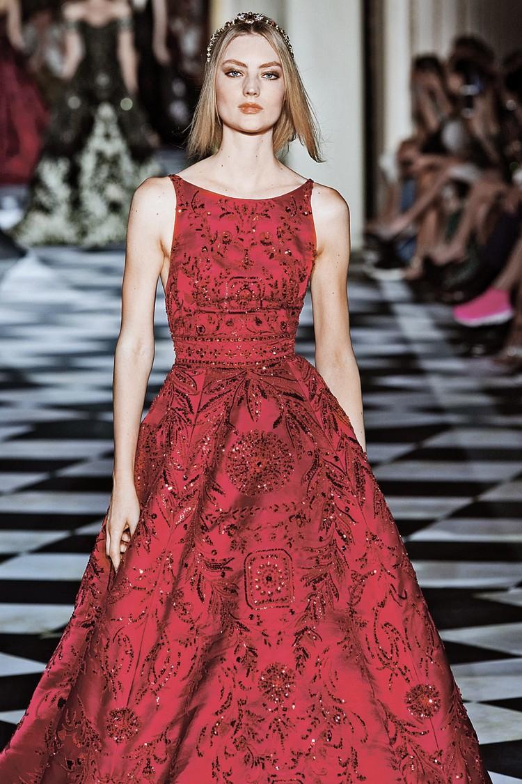 Блестящее яркое платье - идеальный наряд для праздника. И чем больше пайеток, тем лучше. ФОТО: globallookpress.com