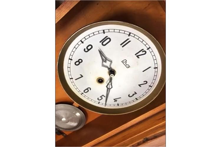 А вот и те самые часы, которые пошли спустя долгие годы. Фото: vk.com/public172183343