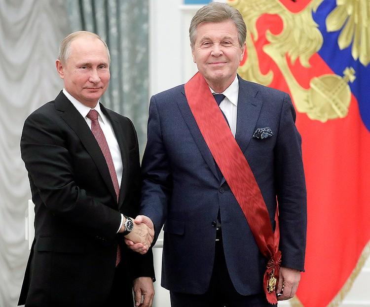 Президент России Владимир Путин и певец Лев Лещенко. ФОТО Михаил Метцель/ТАСС
