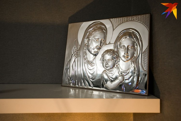 Икона «Святой семьи» из Ватикана сделана из чистого серебра.