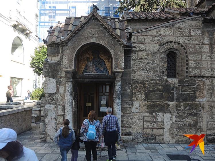 Необычность греческих церквей всего привлекает туристов