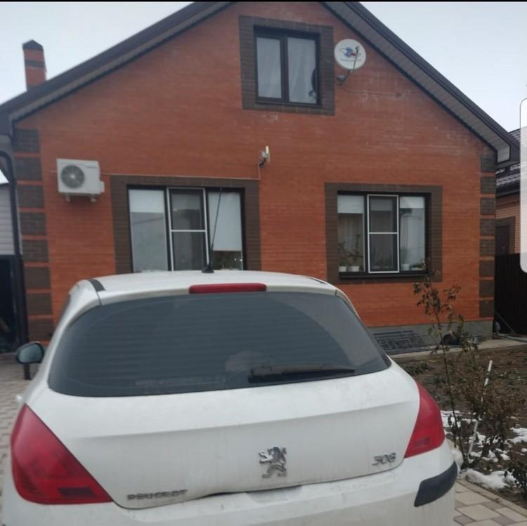 Дом, в котором живет семья в окрестностях Ростова-на-Дону