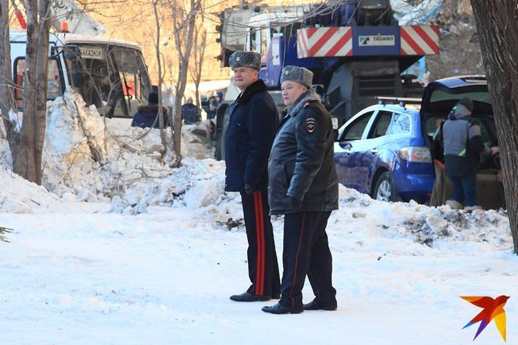 На фото начальник полицейского Главка Андрей Сергеев. Практически все первые лица области прибыли на место трагедии.