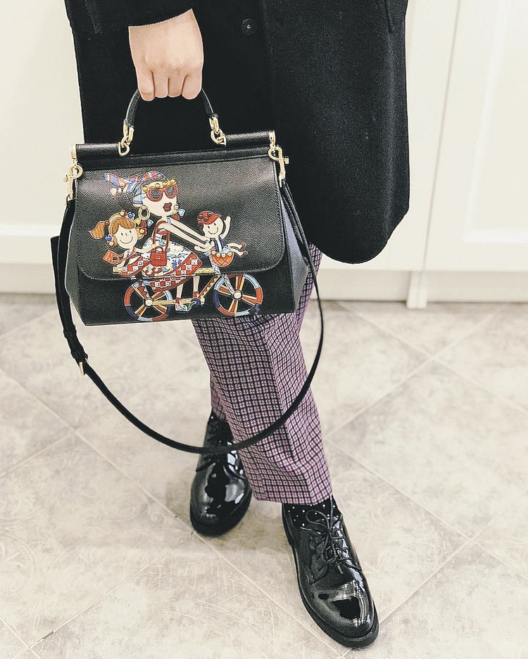 Сумка из телячьей кожи от Dolce&Gabbana. Цена - 150 тысяч рублей. Фото: instagram.com