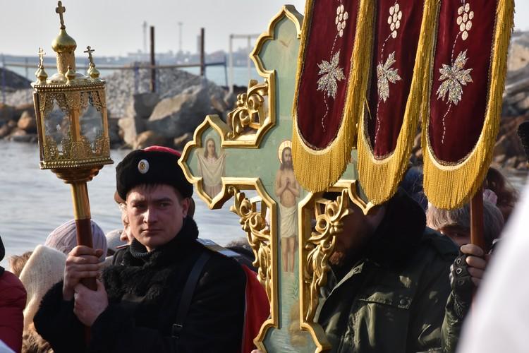 За порядком на купаниях наблюдали представители казачьего общества города Евпатории.