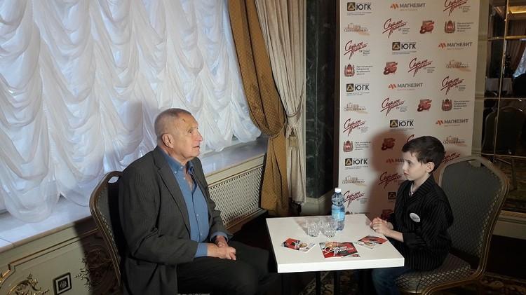 Андрей Смирнов с юным журналистом из студии Олега Митяева «Светлое будущее».