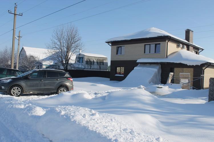 В новый дом Власовы могут переехать к лету.