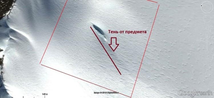 Исследователь считает, что возвышающаяся часть объекта отбрасывает тень.