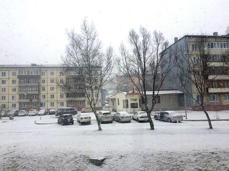 Синоптики предупредили и о том, что на дорогах сегодня ожидается гололедица. Фото: читатель «Комсомолки».