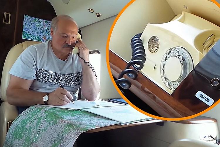 В старом президентском вертолете даже телефон – старый. Кадр видео БелТА.