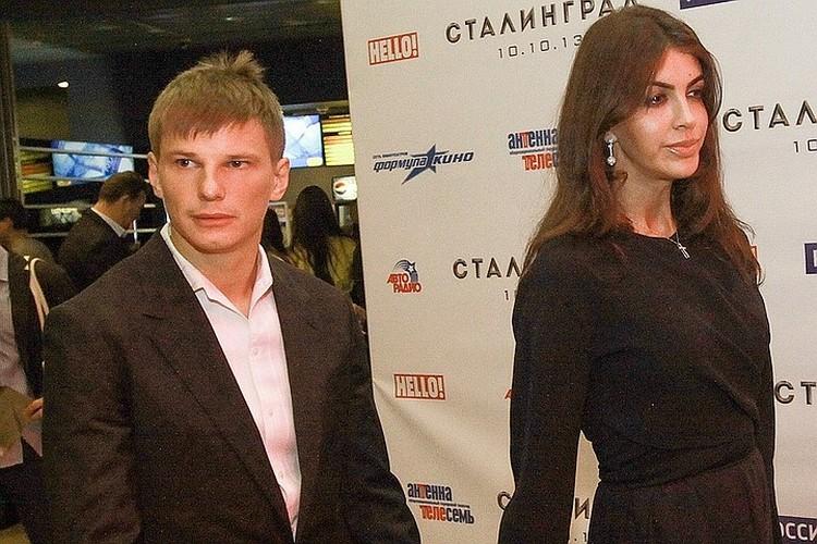 Андрей и Алиса со скандалом разводятся.