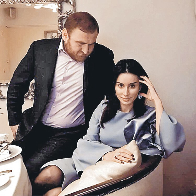 Молодой сенатор Рауф любил приглашать к себе знаменитостей. Фото: instagram.com